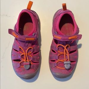 Keen toddler girls shoes/sandals size 10